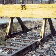Gleise mit gelber Absperrung, Jörg Fiedler