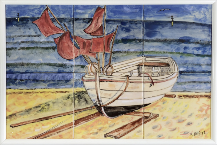 Künstlerischer Beitrag zur 17. Freien Nordberliner Kunstausstellung ( FNK ) des Labsaal Natur und Kultur in Berlin Lübars. Klaus Hofert, Fischerboot, Unterglasurmalerei, 45 x 30 cm.