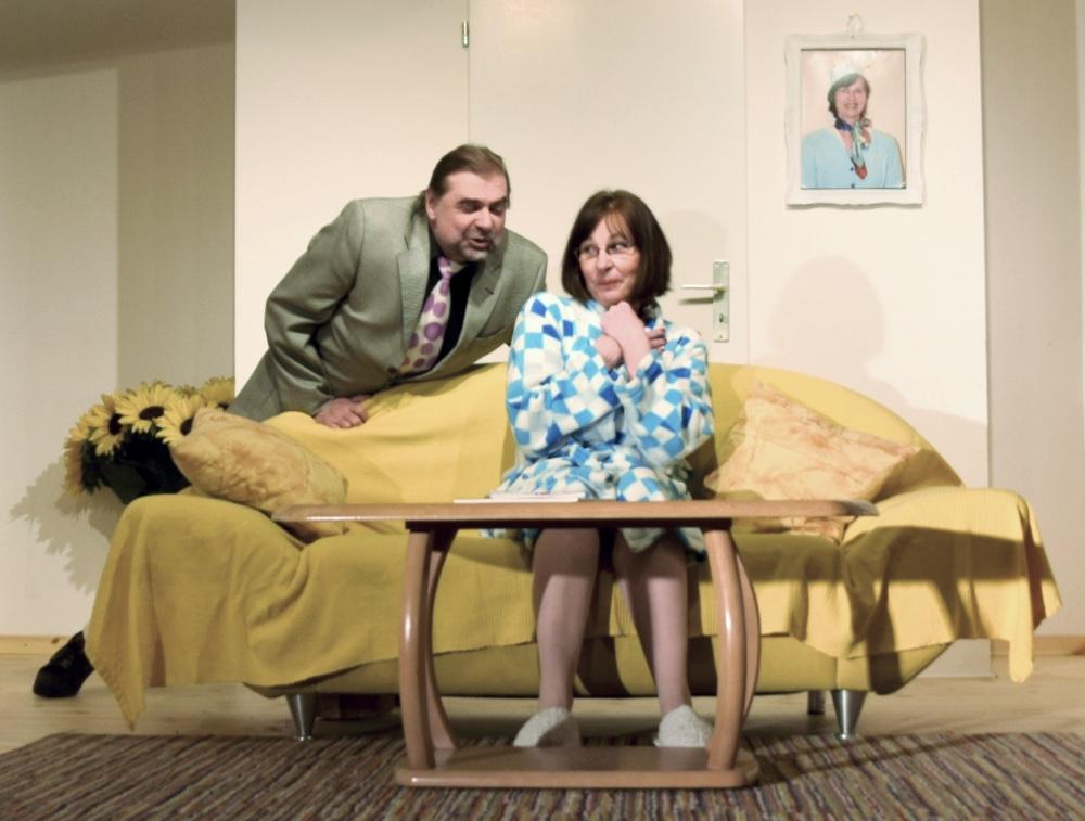 BOEING BOEING, zwei Schauspieler des TaFF Theater Berlin Lübars und Heiligensee beim Schauspiel.
