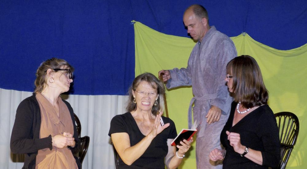 Das Leben ist eine Einbahnstrasse, vier Schauspieler des TaFF Theater Berlin Lübars und Heiligensee beim Schauspiel.