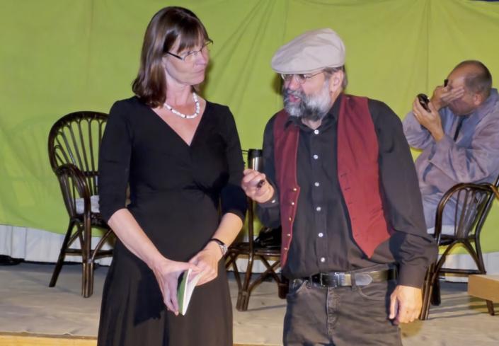 Das Leben ist eine Einbahnstrasse, drei Schauspieler des TaFF Theater Berlin Lübars und Heiligensee beim Schauspiel.